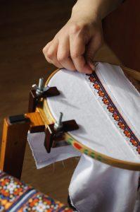 embroidery frame (cross-stitch)