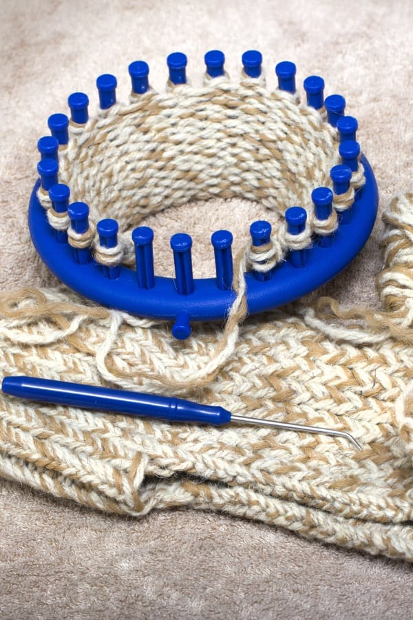 knitting with round loom