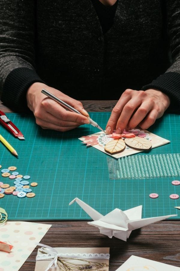 cutting using crafting knife
