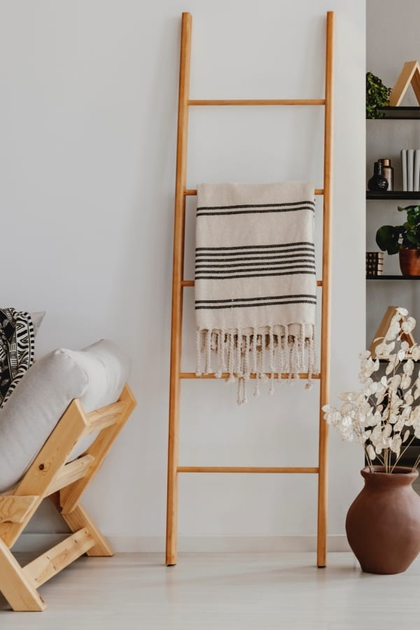 rack for quilts and blankets